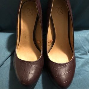 New York & Company Pumps - Size 6 Burgundy
